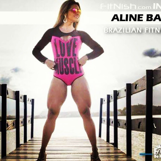 Powerful legs by the #Brazilian #FitnessModel,  @alinebarreto_oficial ??Interview up! ??