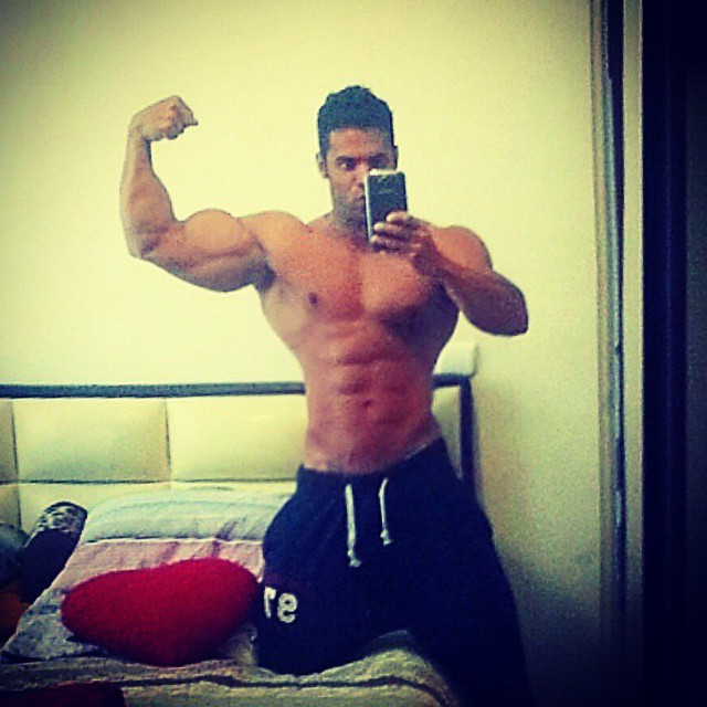 Welcome to the gun show!! #flexfriday ??? #rippedphysique #rippedabs #fitguys #guysthattrain #guysthatsquat #shreddedabs #fitbody #begreat #mrolympia #bodybuilder  #ifbb #bodybuilding  #workhard  #bodybuilding #nevergiveup #work #workyourassoff  #motivation #BEMOTIVATED #gymmotivation #rippedphysique #quotes #quote #succeed #success  #fitness