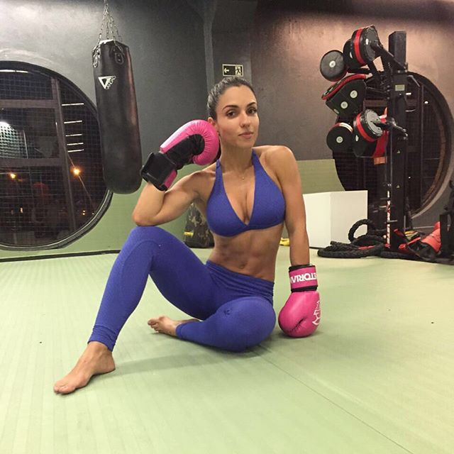 FitNish.com Interview With A Fit Brazilian Beauty, Mariana Medeiros Nóbrega