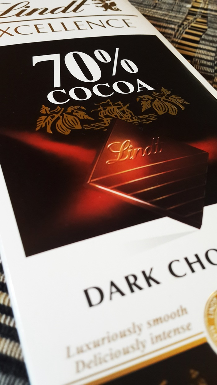 Dark Chocolate Review | Lindt 70% Cocoa | FitNish.com