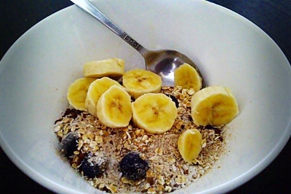 oats-and-blueberry-banana-breakfast