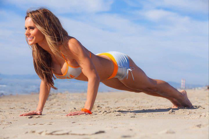 fit girl plank push up