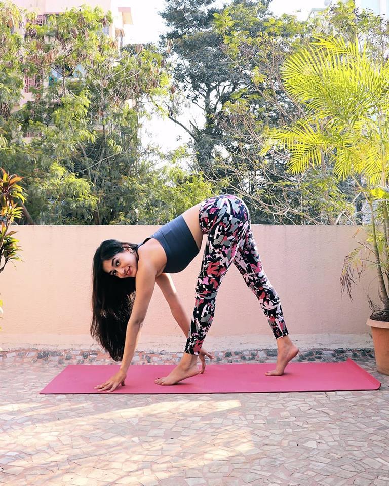Indian Yoga and Personal Trainer, Ishwari Patil Training Clips!