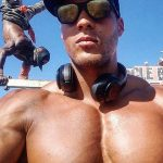 """Ike Catcher Who Is A 6'9"""" ft Tall Calisthenic Bodybuilder Takes Us Through A Muscle Beach Workout!"""
