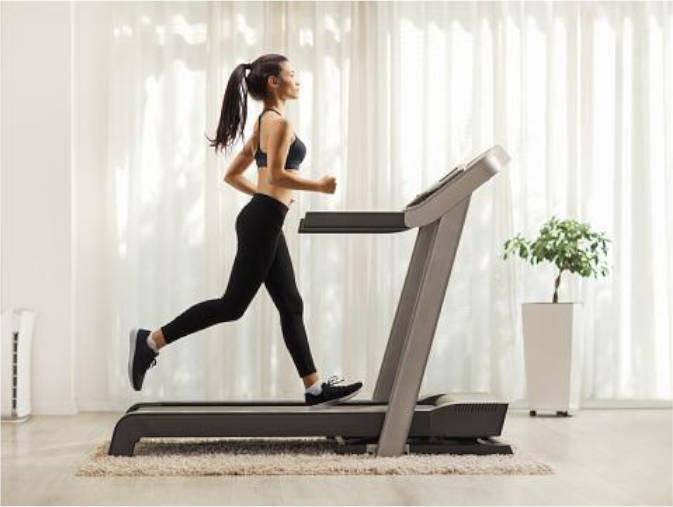 woman run treadmill